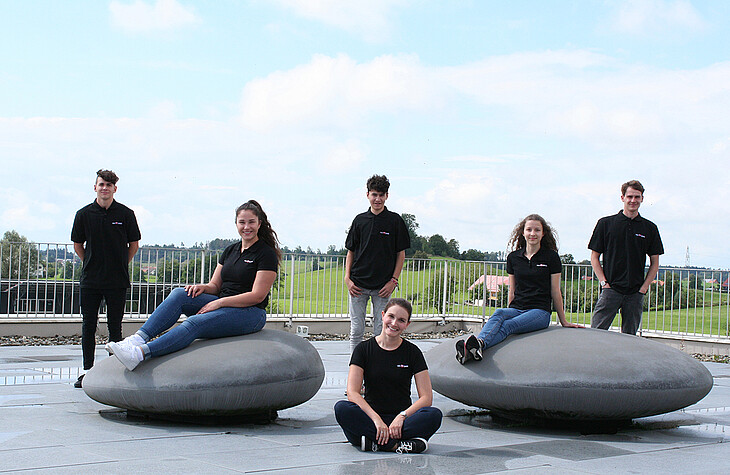 The new apprentices with their training manager (front from the left): Sibylle Kretz, Lea Rothenhäusler und Johanna Zwießler. Back from the left: Justin Kling, Tobias Rogg and Daniel Wursthorn.